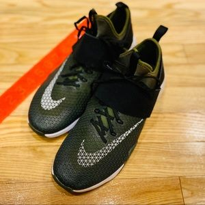 Nike Air Zoom Strong Cross Trainers